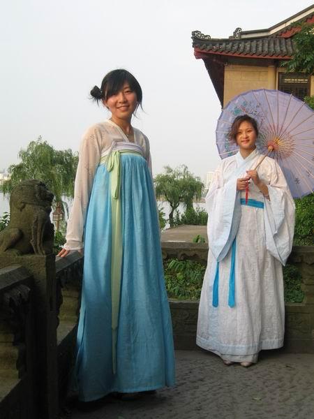 古装美女手绘撑伞超清图片