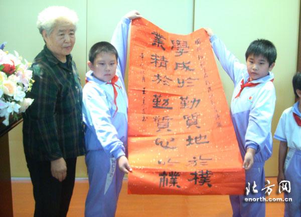 """以""""中国梦""""为主题,写一幅反映"""